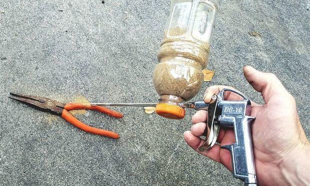 Как сделать пескоструй из пластиковой бутылки и продувочного пистолета своими руками