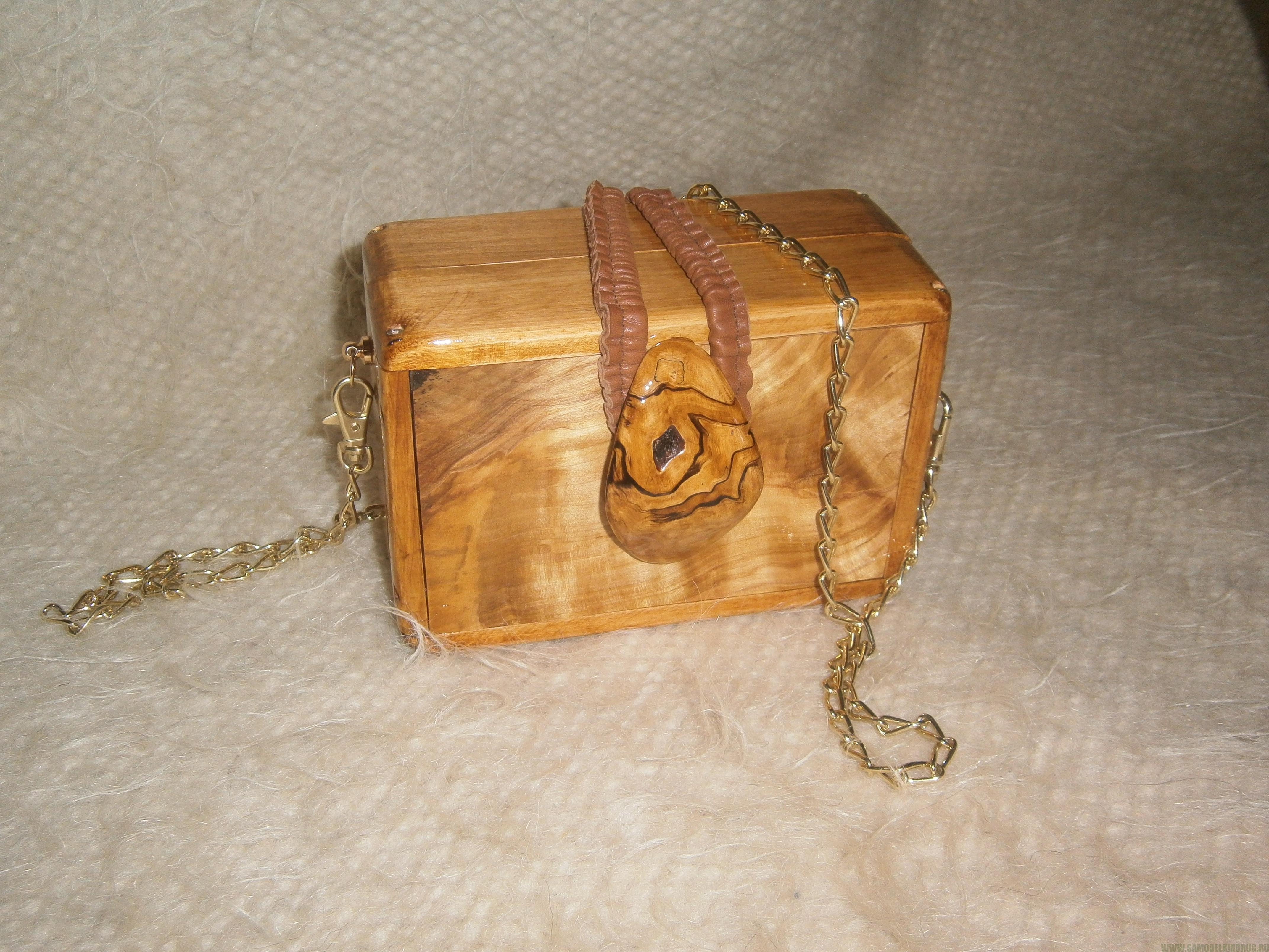 Деревянная дамская сумочка из березового капа