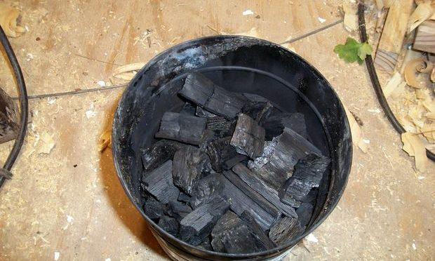 Простой и дешевый способ добычи древесного угля
