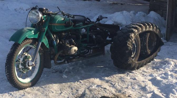 Гусеничный мотоцикл-вездеход Урал