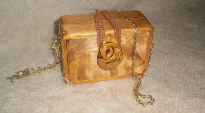 Дамская сумочка из дерева